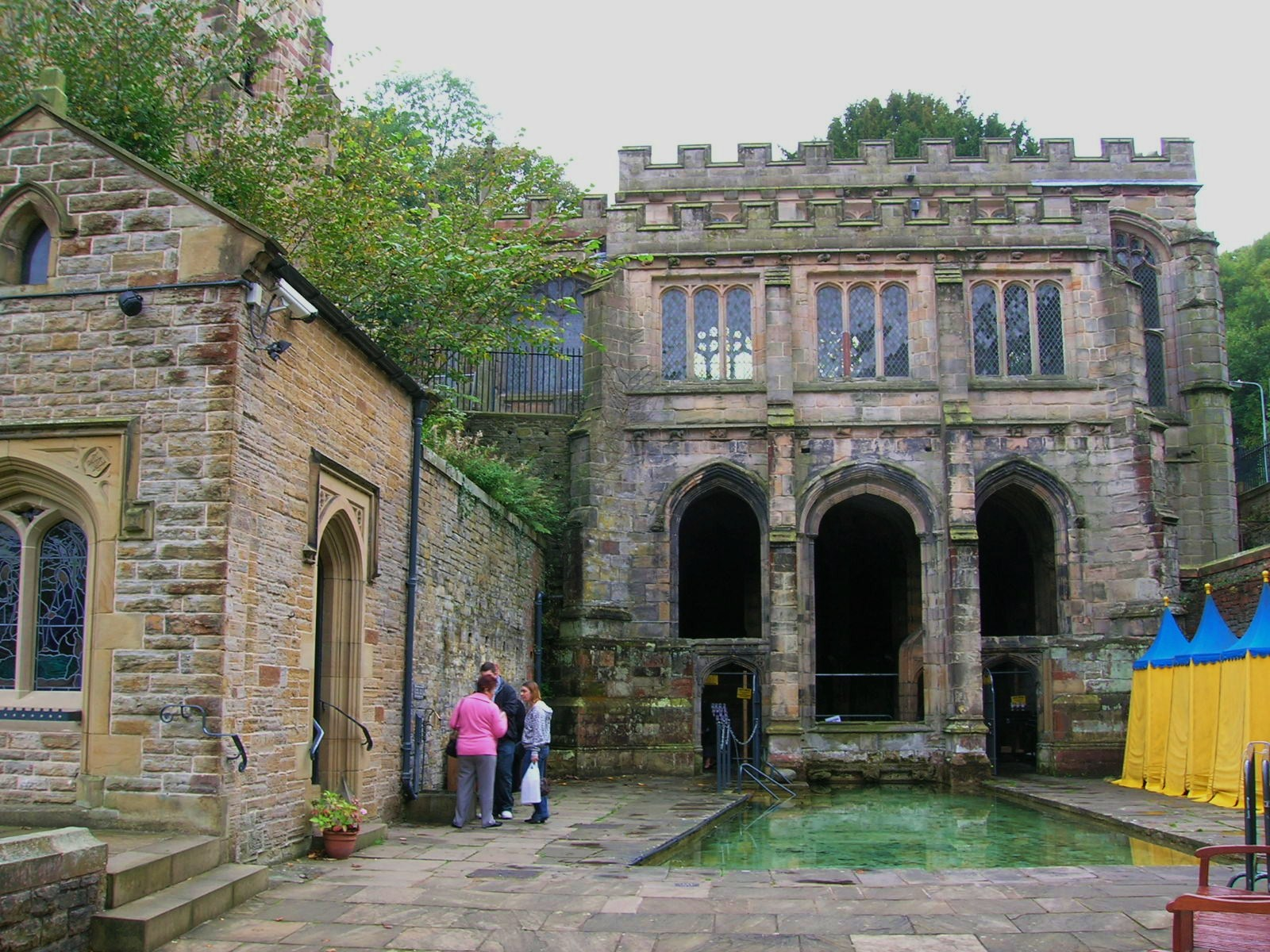 St Winefride's Çeşmesi, Holywell